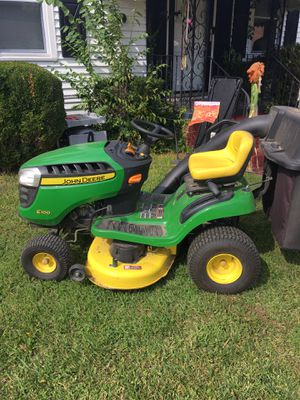 """(Fall package) John Deere 42"""" Lawnmower with Bagging System, seeder, Aerator, dethatcher! 44 hours for Sale in Portsmouth, VA"""