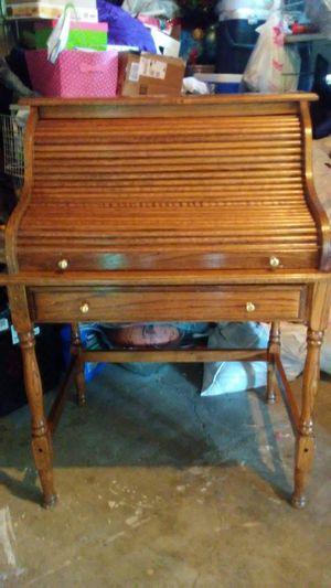 mueble chico pura madera maciza en buenas condiciones for Sale in Perris, CA