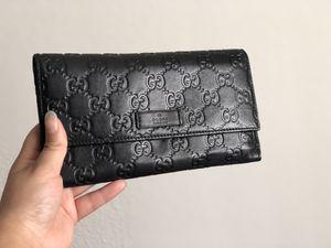 Gucci black GUCCISSIMA wallet for Sale in Las Vegas, NV