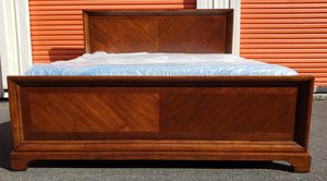 Beautiful King Size Basset Cherry Bed (I DELIVER) for Sale in Renton, WA
