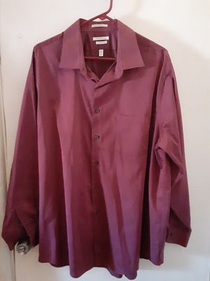 Van Heusen Royal herringbone classic fence button-down long-sleeve shirt with pocket for Sale in St. Petersburg, FL
