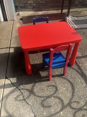 Nice table with 2 wood chairs for Sale in Everett, WA