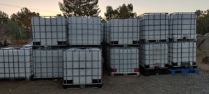 275 gallon totes food grade clean ready to use for Sale in Perris, CA
