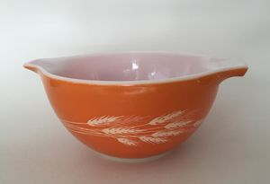 Vintage Pyrex Bowls, Collectible Stoneware, CorningWare Covered Baker, Kitchenware for Sale in Mesa, AZ