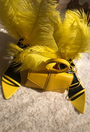 Feather high heel shoes and yellow mini bag combo. Size:10 for Sale in Silver Spring, MD