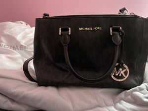 Authentic***MK bag and matching wallet! for Sale in Plainfield, IL