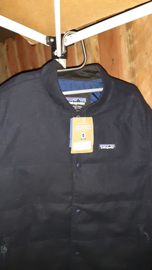 Patagonia wool bomber classic navy Medium for Sale in Los Angeles, CA