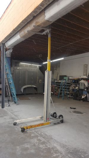 Manual lift. for Sale in Lynwood, CA