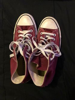 Burgundy converse size 9 in women's for Sale in Spring Hill,  TN