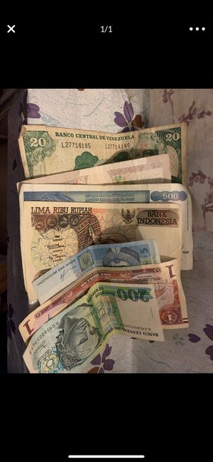 Many different country banknotes for sell for Sale in Brooklyn, NY