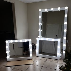 Different sizes makeup vanity mirrors for Sale in Moreno Valley, CA