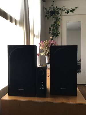 NAD D 3020 stereo receiver paired with Pioneer SP-BS22 bookshelf speakers for Sale in Los Angeles, CA