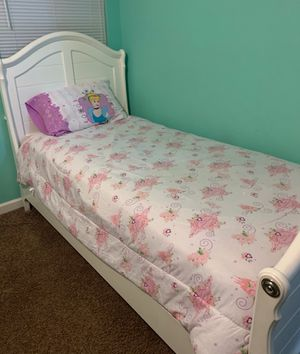 Like new twin bed for Sale in Creedmoor, NC