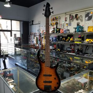 Peavey 5 string bass guitar for Sale in Raleigh, NC