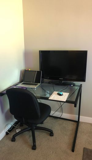 Office desk and Chair for Sale in Lincoln, NE