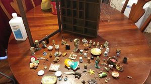 Miniatures with shelf, delivers in hillsborough county for Sale in Thonotosassa, FL