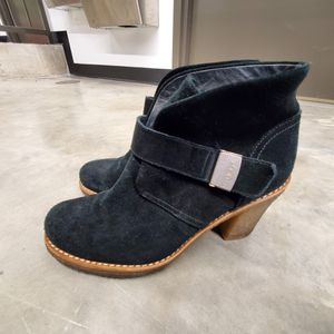 Womens Ugg shoes 8.5 for Sale in NEW CARROLLTN, MD