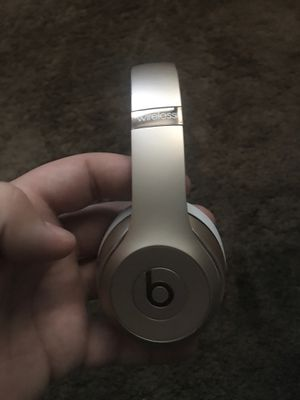 Beats solo 3s gold for Sale in Las Vegas, NV