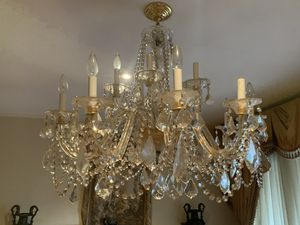 Beautiful crystal Chandelier for Sale in Los Angeles, CA