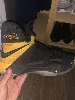 Lebrons Basketball Shoes for Sale in Miami,  FL