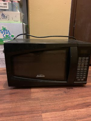 Sunbeam Microwave for Sale in Los Angeles, CA
