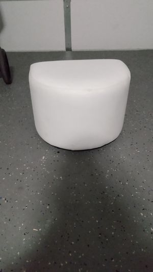 White leather foot stool ottoman for Sale in VLG WELLINGTN, FL