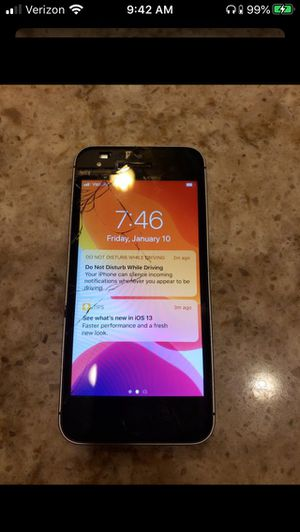 iPhone SE Factory Unlocked cracked screen 32GB for Sale in Irvine, CA