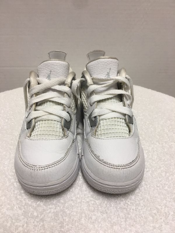 Kids Jordan 4 size 10C white and silver