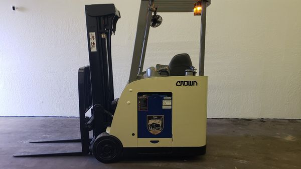 2009 Crown RC5530 Electric Forklift