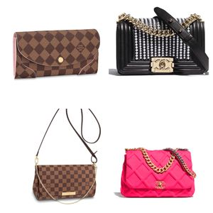 LADIES DESIGNER BAGS Lv Gucci for Sale in Atlanta, GA
