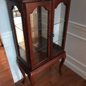 Cherry and Glass Curio Cabinet (Pending Pickup) for Sale in Issaquah, WA