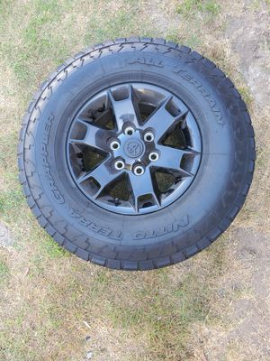 Toyota Tacoma Oem 2015 rims & tires for Sale in Long Beach, CA