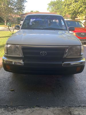 Toyota Tacoma 2000 for Sale in Tamarac, FL