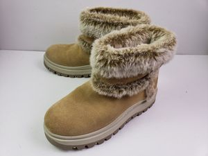 Skechers Outdoor Womens Tan Faux Fur Seude Boots Size 7.5 for Sale in Walton Hills, OH