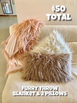 Furry Mauve Throw Blanket & 2 Furry Throw Pillows (grey & white) for Sale in Phoenix, AZ