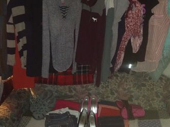Women's Lot Size 6 Med/Sm for Sale in Graham,  WA