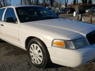 2009 Ford CROWN VICTORIA 120k for Sale in Silver Spring,  MD