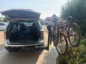 Thule swing away 4 bike rack hitch style bicycle carrier for Sale in Newark, CA
