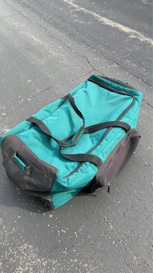 Large Duffle Bag with wheels for Sale in Naperville, IL
