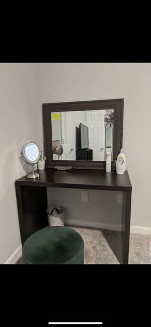 Desk mirror and chair for Sale in Nashville, TN