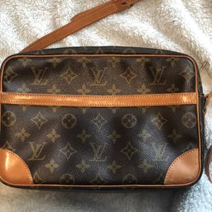 Louis Vuitton Crossbody authentic for Sale in Burrillville, RI