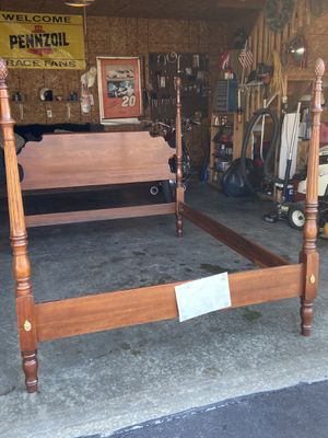 Statton Centennial cherry queen size poster bed for Sale in Elmore, OH