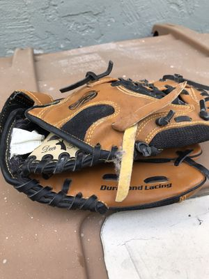 Kids baseball glove for Sale in Saratoga, CA