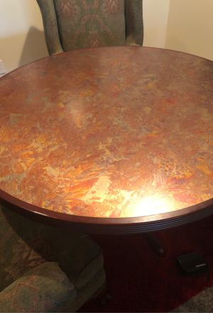 Round table for Sale in Bonney Lake, WA