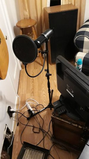 Audio technica pro studio condenser mic with pop pad ..cable..and pro stand for Sale in St. Louis, MO