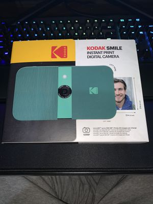 Kodak Smile (Instant Print Digital Camera) for Sale in Woodbridge Township, NJ