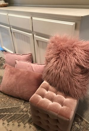 Ottoman and 4 pillows for Sale in Roseville, CA