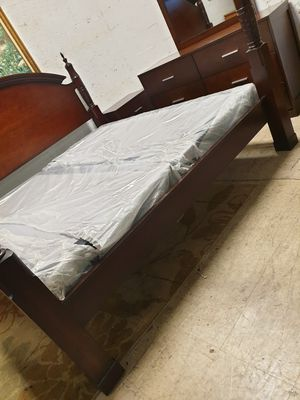 King size bedroom set solid wood in excellent condition for Sale in Lauderhill, FL