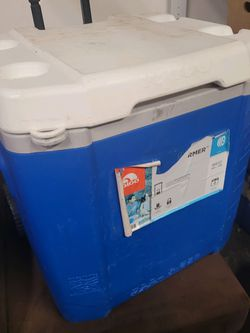 Igloo Cooler With Wheels for Sale in Covington,  WA