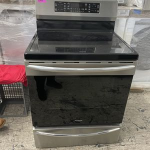 FRIGIDAIRE GALLERY ELECTRIC STOVE for Sale in Vista, CA